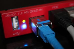 Нет интернет-соединения, «Проверьте подключение проводов и контактов»