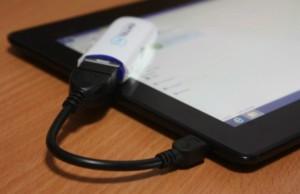 Модем взаимосвязан с гаджетом через кабель по технологии OTG