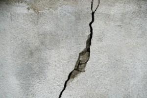 Бетонная стена как препятствие