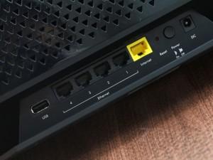Неудобное расположение кнопки «Reset» связано с безопасностью.